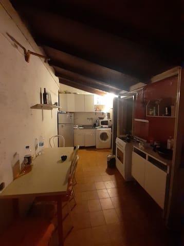 Camera essenziale, centralissima e ben collegata!