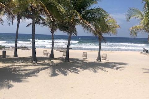 Blue Karma - Luxury Beachfront Cottage Cayman Brac