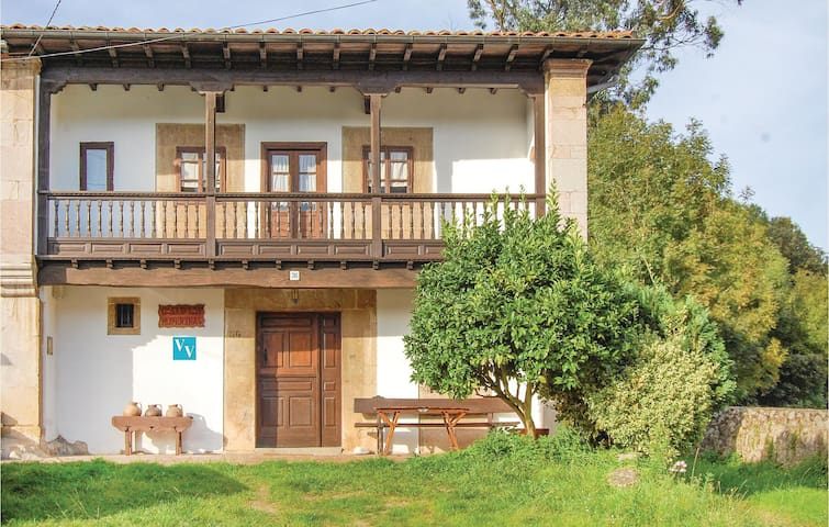Semi-Detached with 5 bedrooms on 200 m² in Posada de Llanes
