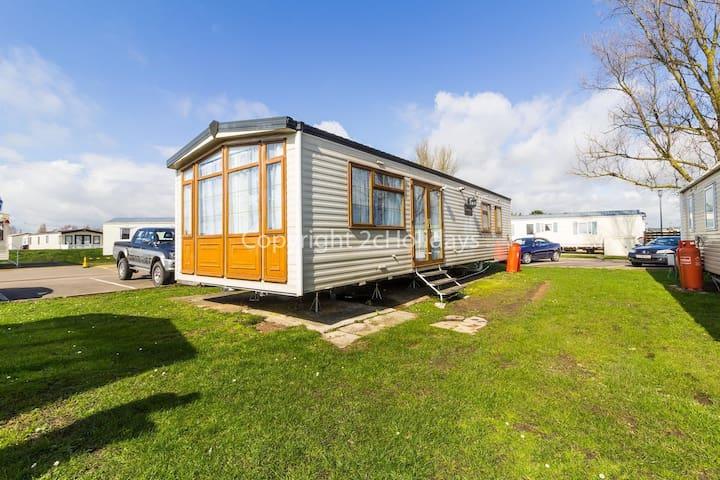 Caravan for hire at St Osyth Beach Park, Essex Clacton ref 28142