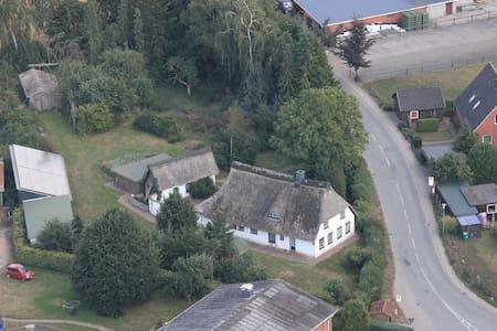 Landhaus mit Wald - Pronstorf - Casa