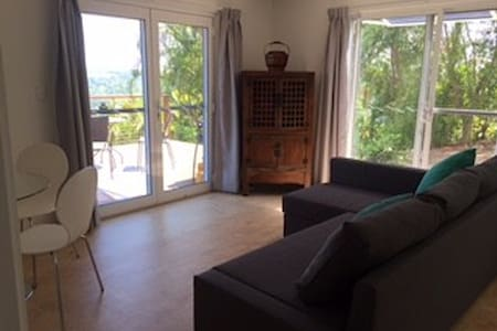 Private Montville retreat with spectacular views! - Montville - Apartemen