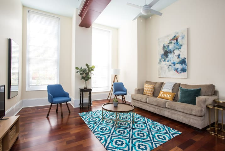 Charming Sundrenched Historic Downtown Area Condo