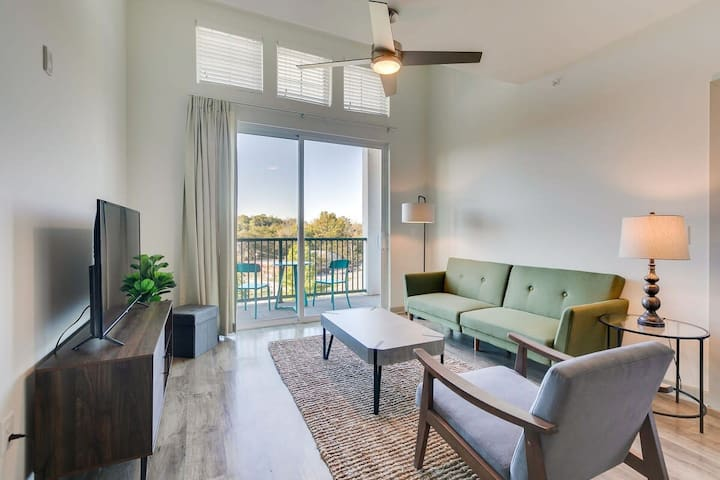 Chic Modern 2BR Suite |Pool Gym & Parking
