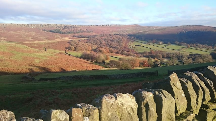 Hathersage, Peak District cottage - dog friendly