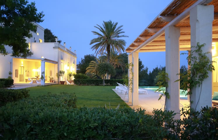 Exclusive villa for 12 in the heart of Puglia