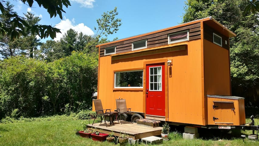 Modern Tiny House On Wheels Cottages For Rent In