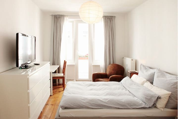 Comfortable room with own balcony! - Hamburg