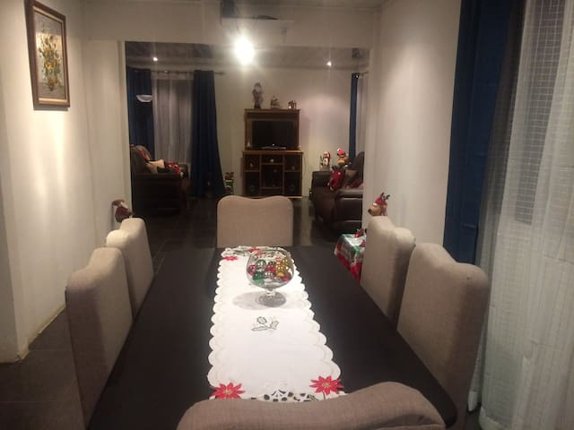 Quiet room 15 min from the airport - Alajuela - Hus