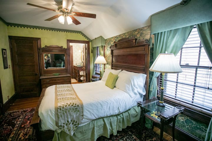 Country Room - Gramercy Mansion