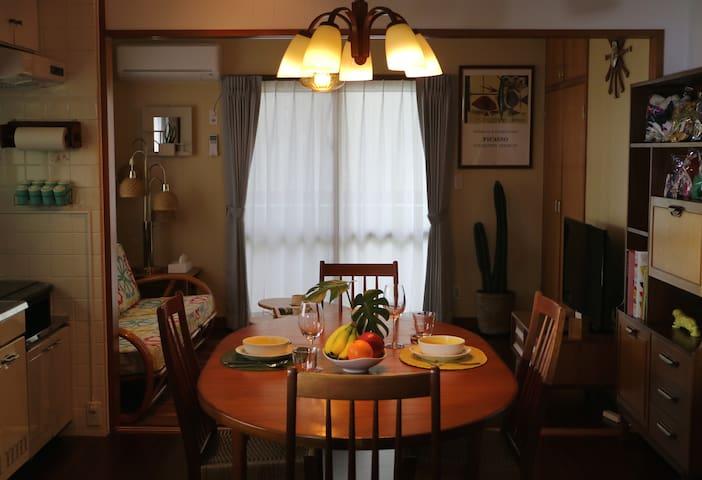 ヴィンテージ家具と雑貨にこだわった明るくモダンな貸切ルーム(201) - Chatan, Nakagami District - Leilighet