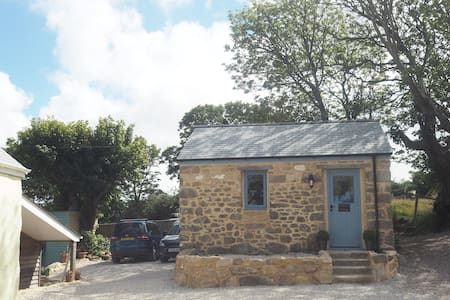 NEW boutique tiny granite cottage. Carbis Bay