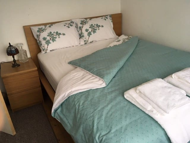 Double Private Bedrooms in the Heart of Canterbury