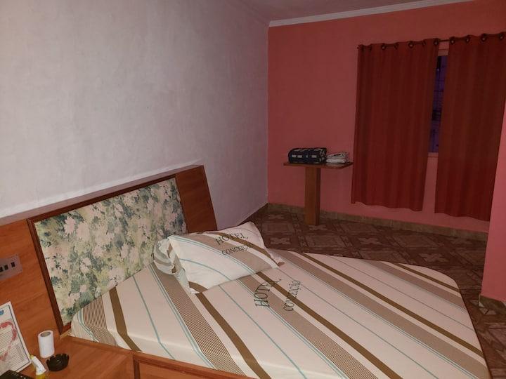 Suíte de Casal, confortável e barata  em Hotel