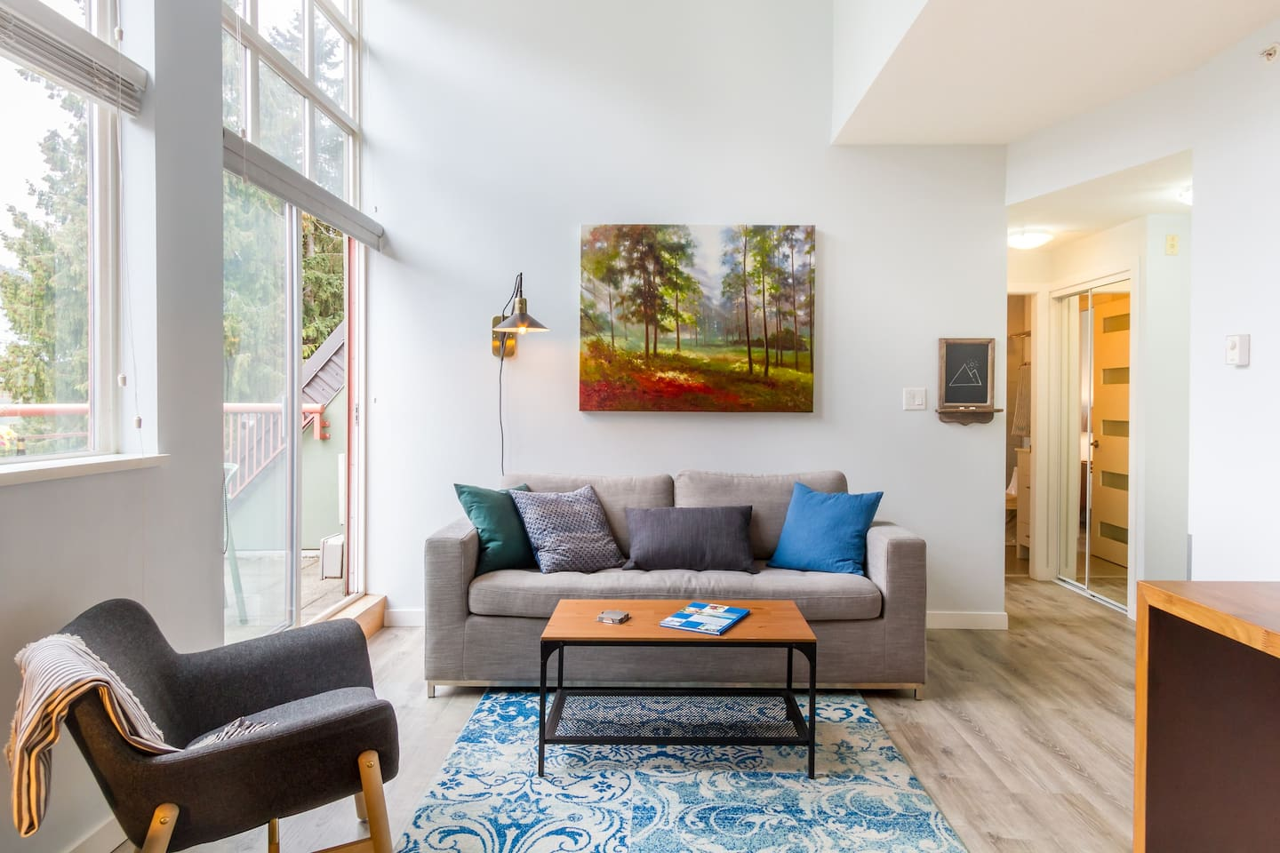 Victoria and Christian's place has everything you would need for a trip to Whistler. A great location, stylish and well equipped space, and even a mountain view. They were friendly and always quick to communicate.We thoroughly enjoyed our experience!
