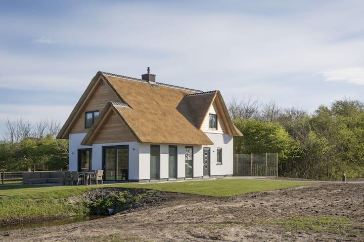 Ritzy Villa in De Cocksdorp Texel with Sauna