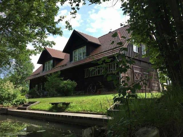 """Zochi's Hof - Urlaub an der """"Großen Wildbahn"""" / FeWo Wassermann"""