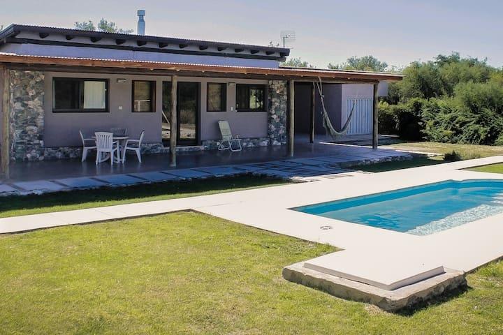 Cabaña con piscina privada en San Marcos Sierras