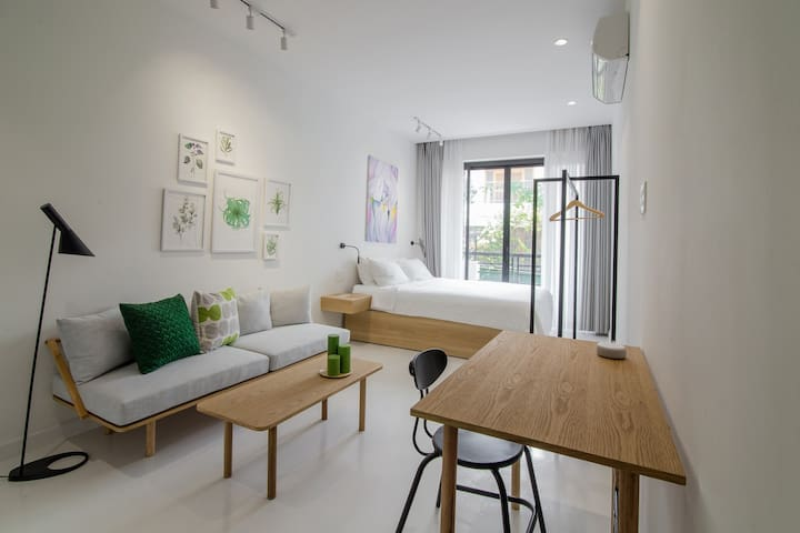 Botanist Lab studio with kitchen by CIRCADIAN