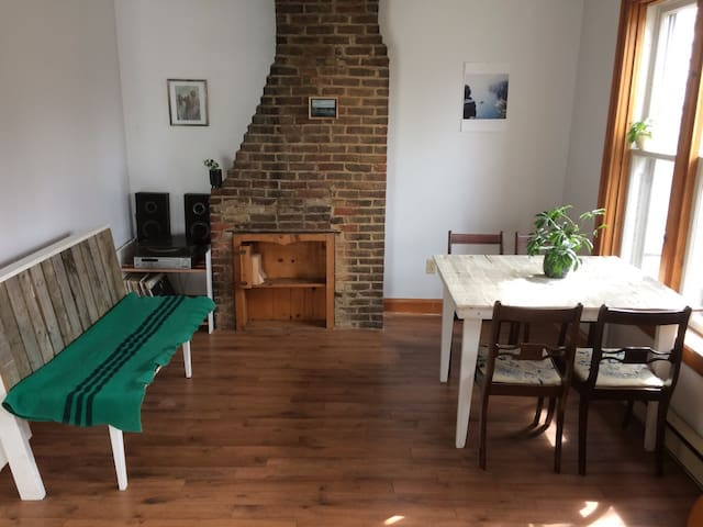 Charming, centrally located 2 bedroom apartment - Halifax - Leilighet