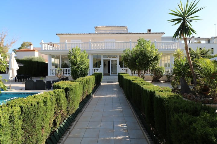 Villa Olga Torremolinos. With heated pool