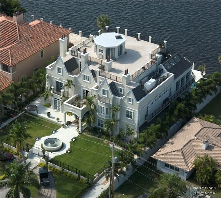 Modern Castle on the Middle River - 8 beds & baths