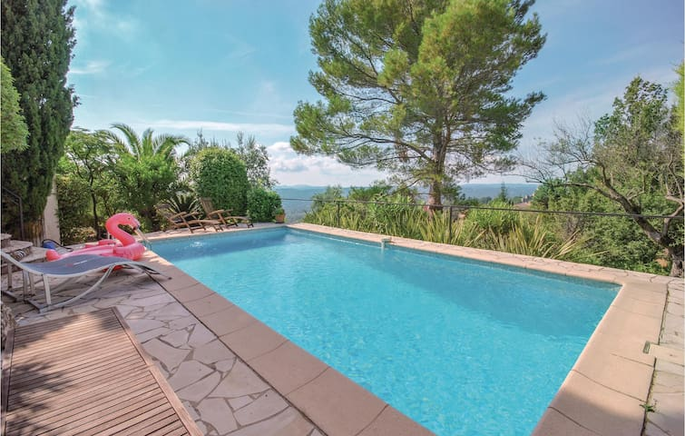 Holiday cottage with 4 bedrooms on 130m² in Tourrettes