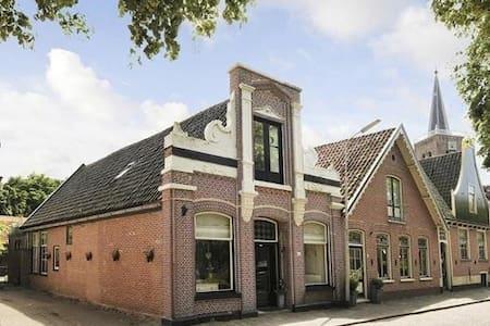 Historisch pand uit 1877 met 4 slaapkamers - Nieuwe Niedorp