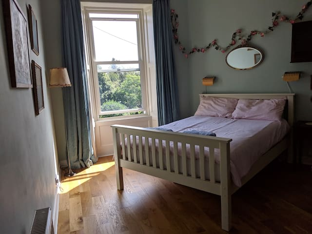 Double bedroom in Leith, breakfast included