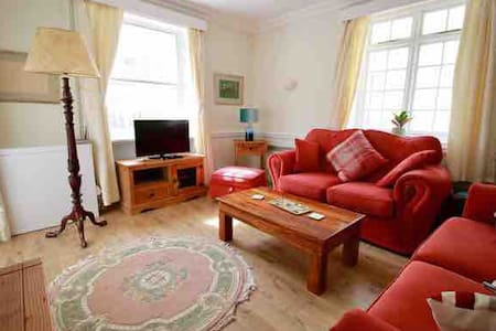 Gorgeous town house in the middle of Usk town