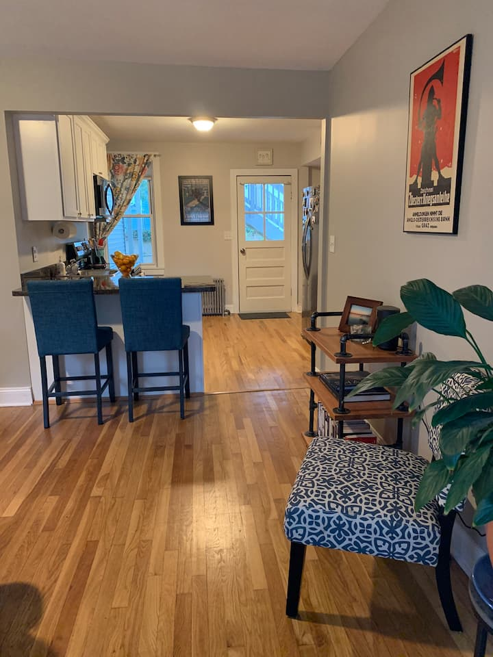 Charming and Coastal Fifth Ward 1BR- Pets Welcome!