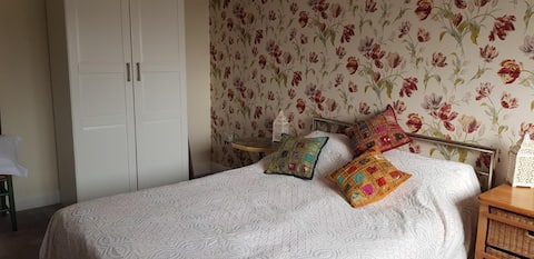 Comfortable Double Room in family home