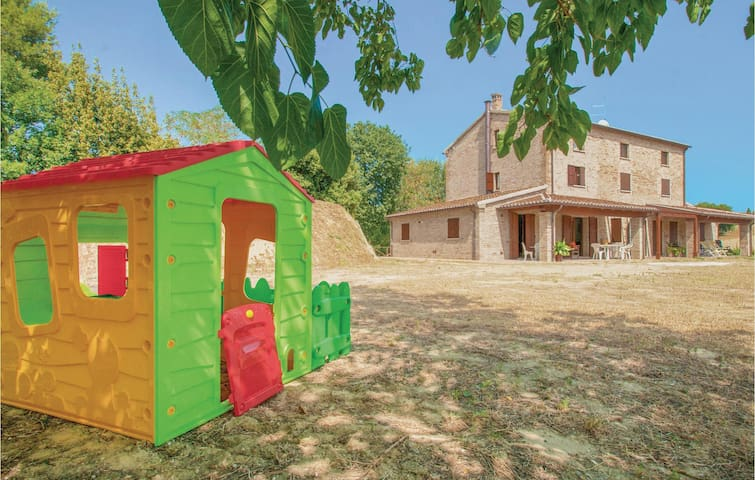 Semi-Detached with 3 bedrooms on 180 m² in Pesaro