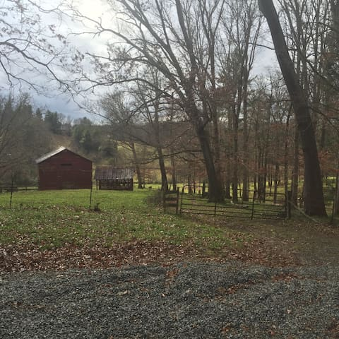 Dunromin - So close, yet so alone - Weaverville - House