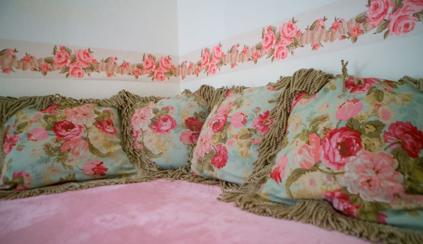Roses room