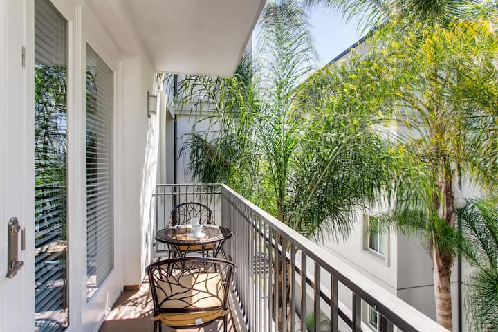 Gorgeous 2BR/2BATH With Patio & Free Parking! (FV6)