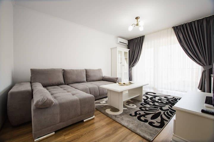 Bright & Elegant Central Apartment