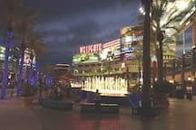 Westgate District Entertainment is next to University of Phoenix Stadium; you can find a big fountain, Gila River Arena, bars, restaurants.