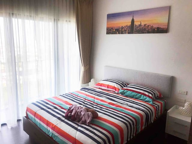 芭提雅全新高层海景一室一厅公寓,城市海景尽收眼底