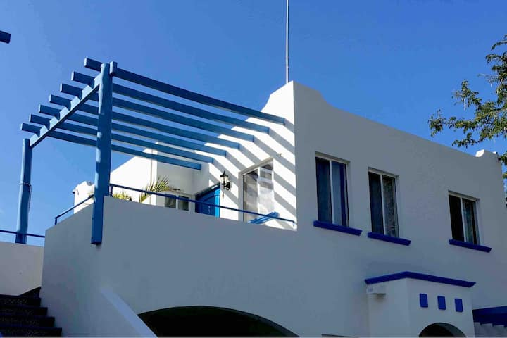 2nd floor Villa-4. A/C. FastWIFI. English spoken.