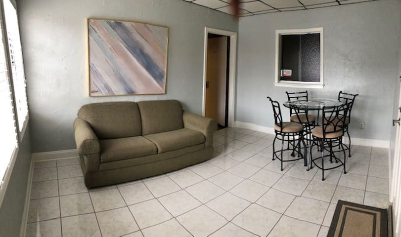 Houma Downtown Guest House-Suite 1
