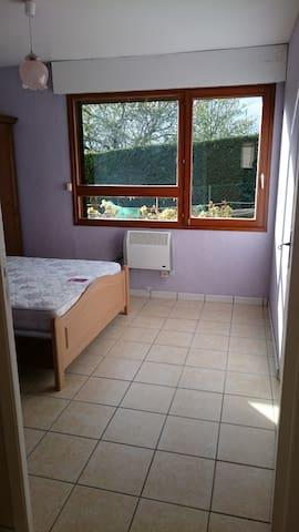 Entrée chambre 2 avec porte 81 cm