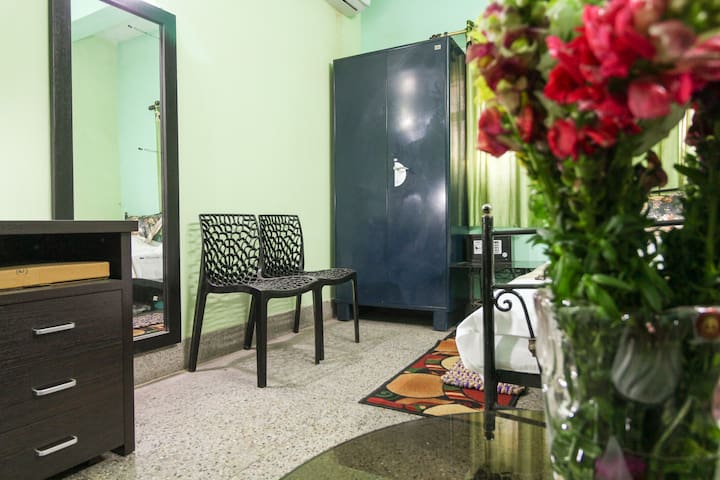 Cosy stay in 3 bed 2BHK AC family aprt  at Kolkata