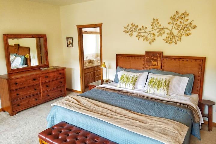 Master Bedroom - King Bed, Private Deck (2nd Floor)