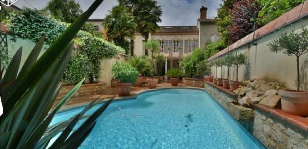 Maison charme  centre ville d 'Agen avec piscine - Agen - Hus