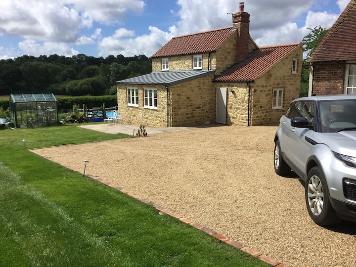 *New Build Cottage Gatwick 15 Entire Private Space