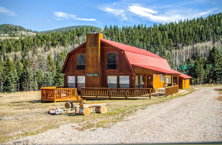 Valley View - Large Upper Valley Lodge, Fire Pits, WiFi, Satellite TV, Washer/Dryer - Red River - Casa