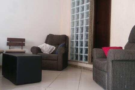Quarto em casa familiar! - Belo Horizonte - Rumah
