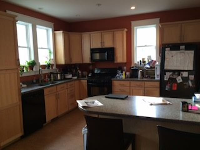 Private room in gorgeous home near IU  & Downtown - Bloomington - Huis