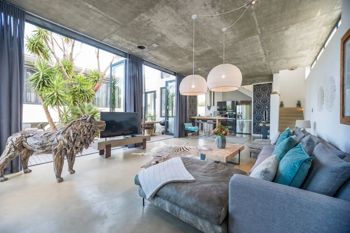 3 Story Modern Villa with Views